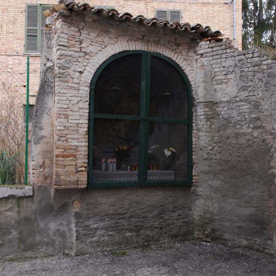 Bevagna - Bevagna, Porta Molini «Maestà delle mulina» [BEV007]