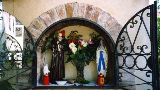 Castel Ritaldi - Castel San Giovanni, vocabolo Borgo 15 «San Pio da Pietrelcina» [CAS011]