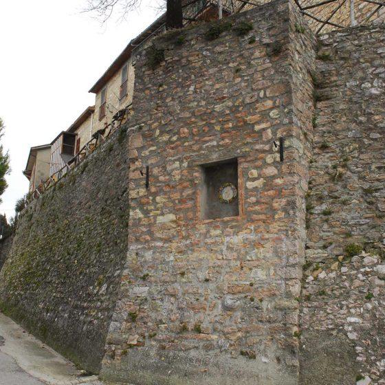 Giano dell'Umbria - Montecchio (strada di accesso al castello) [GIA032]