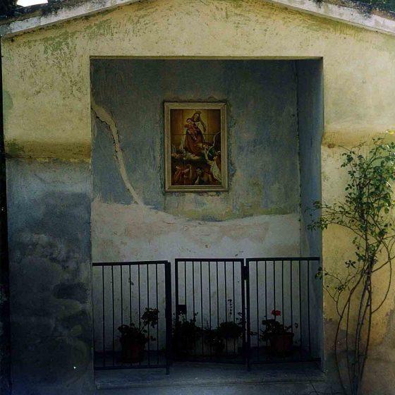 Massa Martana - Massa Martana, via Flaminia vecchia - via Cavour, le due Maestà [MAS002]