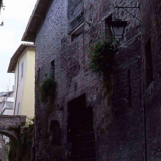 Spoleto - Spoleto, vicolo San Martino ex chiesa di San Martino [SPO192]