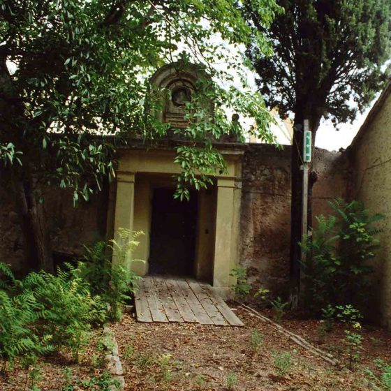 Trevi - Trevi, via delle Grotte villa Fabbri [TRE051]