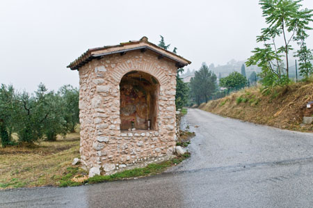 Trevi - Bovara, Colle Alto «Cappelletta del cimitero» [TRE700]