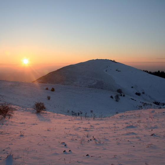 Assisi, Vallonica in abito invernale al tramonto