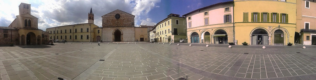 Foligno, piazza San Domenico - [foto di Pamela Sisti photo credit: www.flickr.com/photos/36188108@N04/13856034264 - Piazza san domenico, via photopin.com - creativecommons.org/licenses]