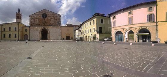 Foligno, piazza San Domenico - [foto di Pamela Sisti photo credit: www.flickr.com/photos/36188108@N04/13856034264 - Piazza san domenico, via photopin.com - creativecommons.org/licenses]
