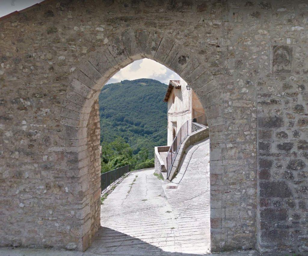 Gavelli, porta d'ingresso al borgo fortificato (dal web)