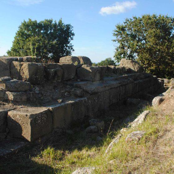 Cannara, Collemancio, Urvinum Hortense, visione laterale dei resti del tempio