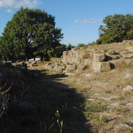Cannara, Collemancio, Urvinum Hortense, tratto di basolato che costeggia il tempio