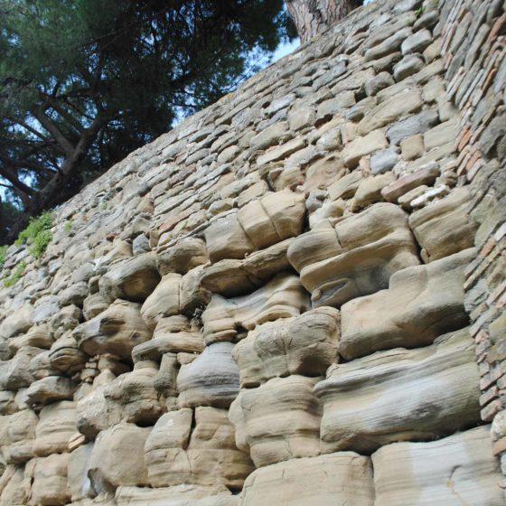 Antica 'Vettona', mura etrusche, perfettamente riconoscibili in ampi e significativi tratti della cinta medievale