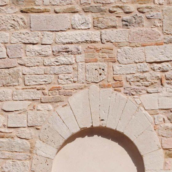 Bastia Umbra, centro storico, reimpieghi romani, iscrizione romana