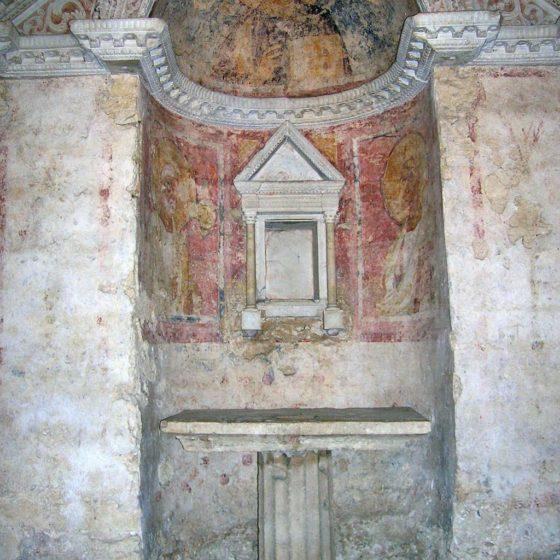 Campello sul Clitunno, Tempietto sul Clitunno, interno, particolare