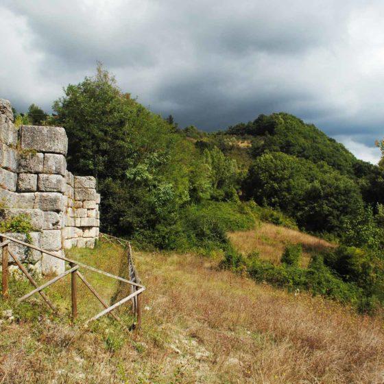 Nocera Umbra, Le Spugne, antica Via Flaminia, punto di osservazione a nord del muro di sostruzione