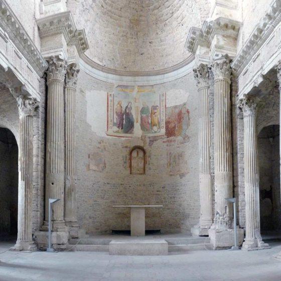 Spoleto, chiesa di San Salvatore, interno