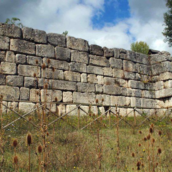 Nocera Umbra, Le Spugne, antica Via Flaminia, muro di sostruzione