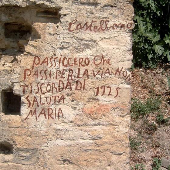 Bevagna, Maestà di Castelbuono, iscrizione popolare del 1925 (sul fianco della costruzione)
