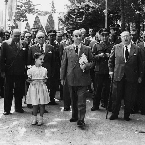 Manifestazione pubblica ai Canapè. La bambina al centro è Elena Laureti. Da sinistra si riconoscono Francesco Mancini, il presidente della Provincia Scaramucci, il sindaco Fittaioli, il prefetto Prosperi Valenti, il senatore Pasquini, 1958