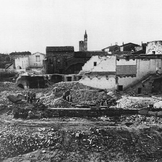 Demolizione del monastero di Santa Caterina, sullo sfondo a sinistra lo stradone del parco dei Canapè, 1936 circa