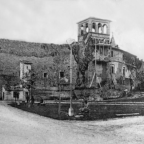 Bevagna, Porta Flaminia e mura urbiche medievali