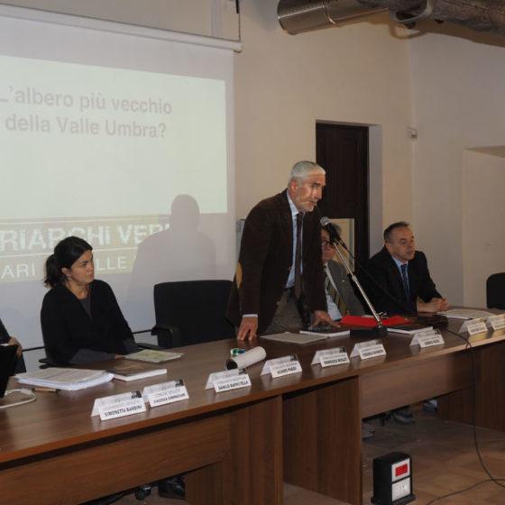 Presentazione di 'Patriarchi verdi. Itinerari in Valle Umbra' – palazzo Mauri, Spoleto, 12 marzo 2016. Il Commissario della Comunità montana, Domenico Rosati