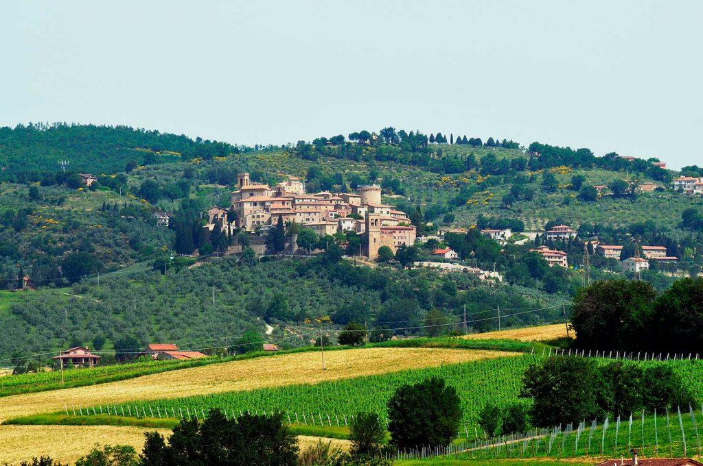 Gualdo Cattaneo, panorama - Foto di Massimo Chiappini per il progetto 'Edicole sacre' (Archivio Comunità Montana dei Monti Martani, Serano e Subasio)