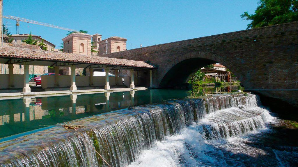 Bevagna, l'accolta sul fiume Clitunno - foto di Giampaolo Filippucci e Tiziana Ravagli