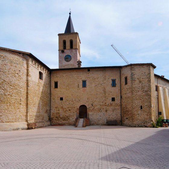 Castel Ritaldi, la piazza - Foto di Massimo Chiappini per il progetto 'Edicole sacre' (Archivio Comunità Montana dei Monti Martani, Serano e Subasio)