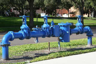Acqua e tubi blu - photo credit: uberphot via photopin cc