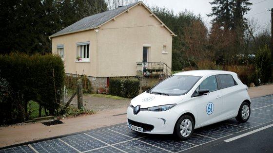 Autostrada fotovoltaica, immagine tratta da www.repubblica.it (Reurters)