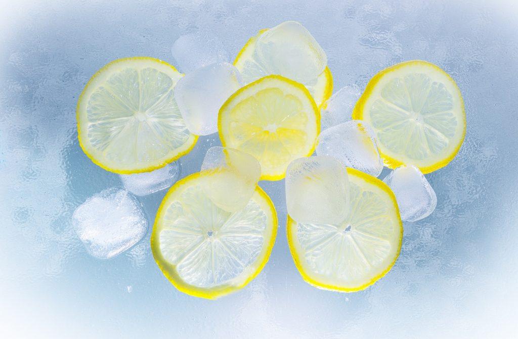 Ghiaccio, bibite, limoni [via pixabay, CC0 Creative Commons]