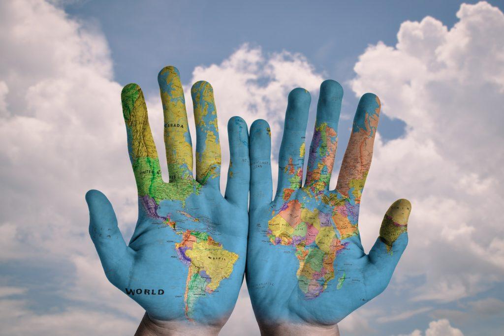 Hands, mappamondo, lingue del mondo