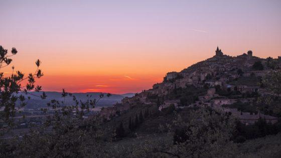 Trevi, il paesaggio olivetato al tramonto