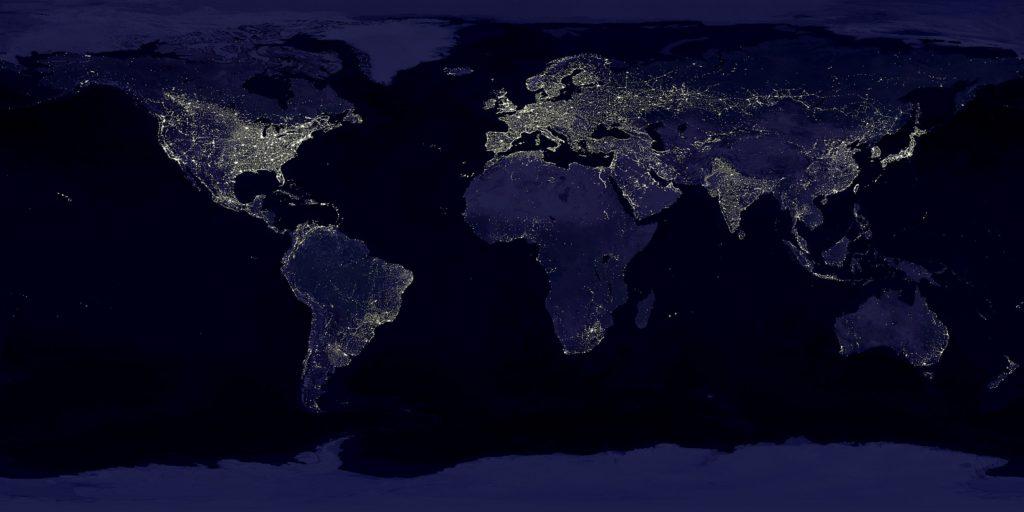 Luci notturne dalla Terra, immagine via wikimedia, via wikipedia, fonte NASA e NOAA, pubblico dominio