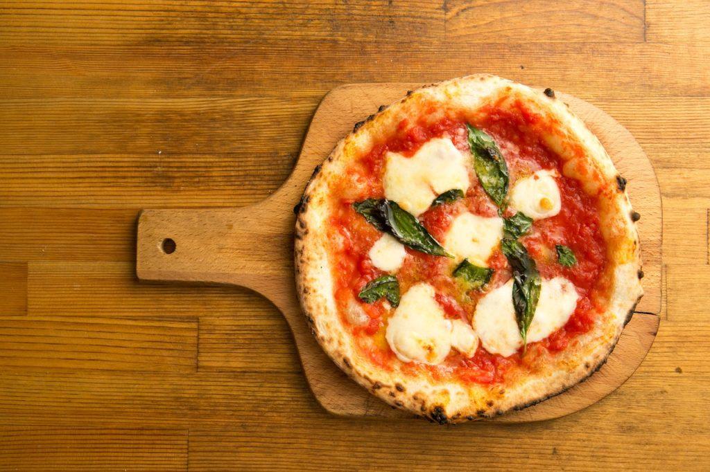 Pizza [foto di neciodesalida, via pixabay, CC0 Creative Commons, Libera per usi commerciali, Attribuzione non richiesta]