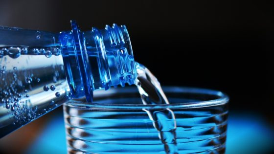 Bottiglia di plastica - acqua minerale