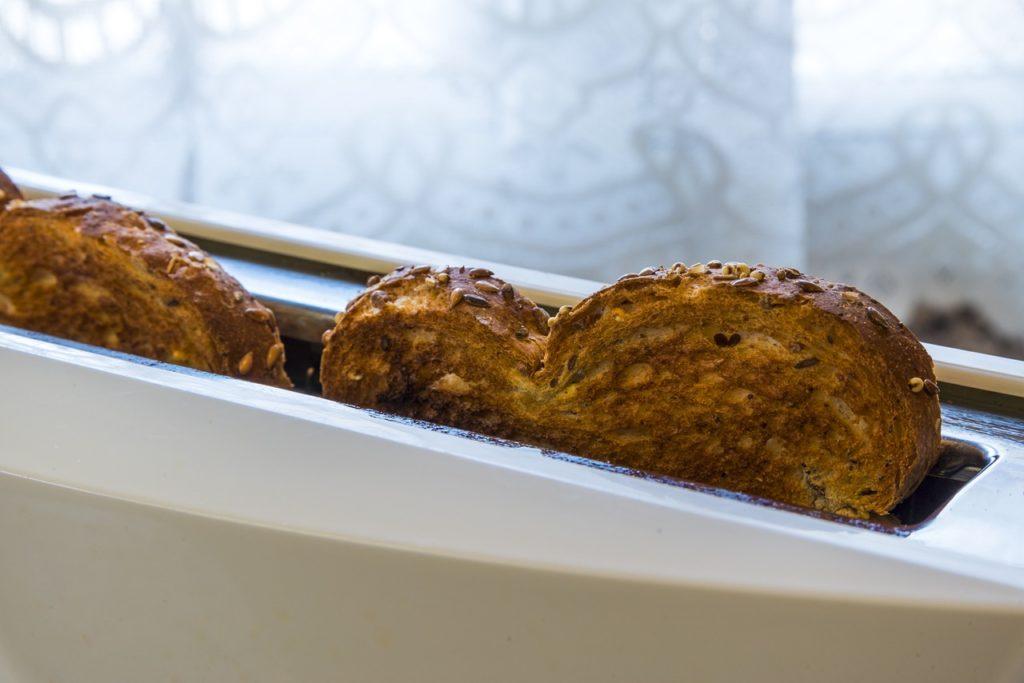 pane tostato [josealbafotos, via pixabay - CC0 Creative Commons, libera per usi commerciali, attribuzione non richiesta]